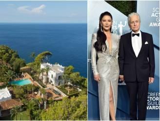 BINNENKIJKEN. Catherine Zeta-Jones en Michael Douglas zomeren op Mallorca, in luxevilla van zijn ex