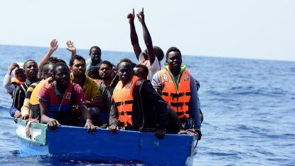 Ngo-schip Aquarius redt 141 migranten na eerste operatie in dagen op zee
