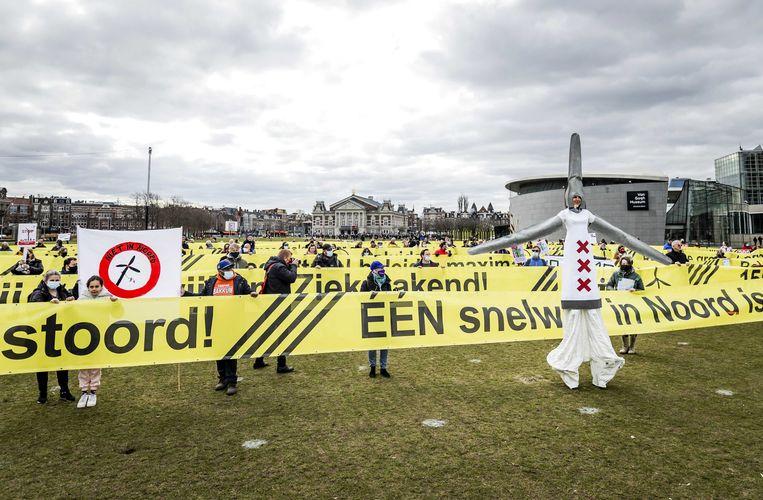 Protest tegen windmolens in Amsterdam op het Museumplein. Beeld ANP
