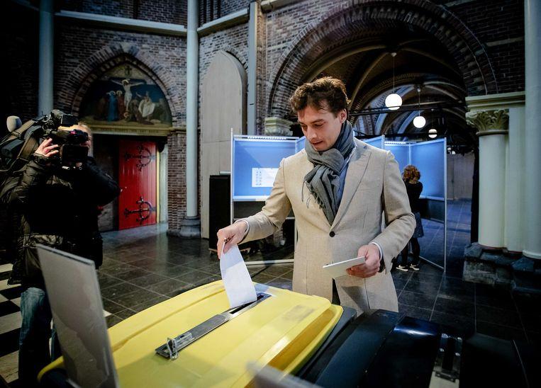 Thierry Baudet van Forum voor Democratie (FvD) brengt zijn stem uit in Amsterdam. Beeld ANP