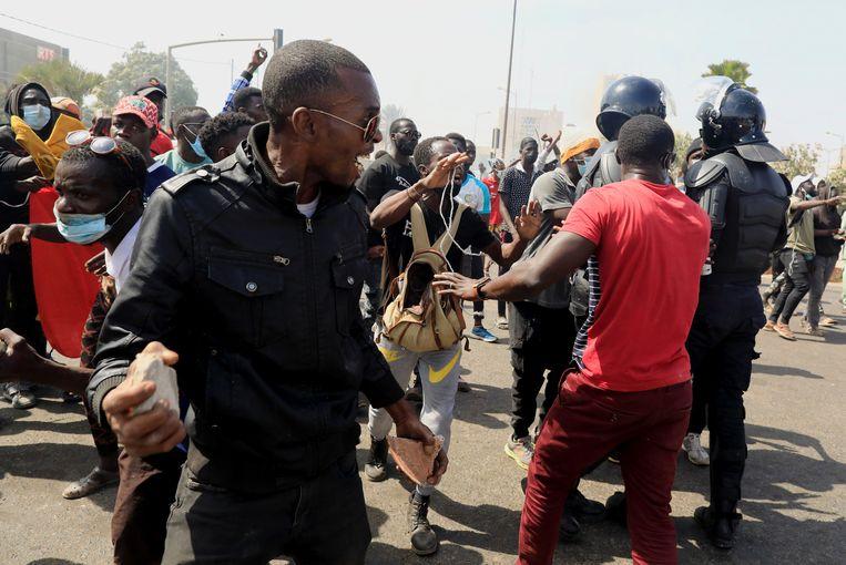 Sinds woensdag gaan aanhangers van de oppositie in Senegal de straat op. Het is voor het eerst in jaren dat in het doorgaans vreedzame en stabiele land zo'n volkswoede is ontketend. Beeld REUTERS