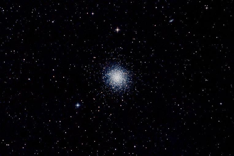 De bolvormige sterrenhoop M13.  Beeld Shutterstock