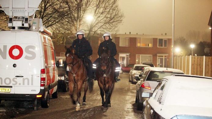 Politie en de media ter plaatse in de Culemborgse wijk Terweijde