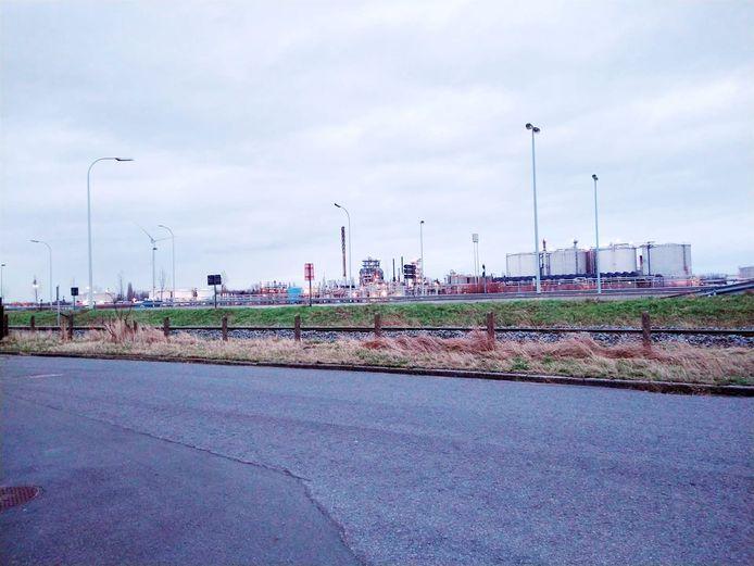 De gemeente wil een haagplanten tussen het spoor en de Tweede Gidsenlaan om de buurt te verfraaien.