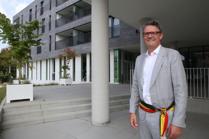 Burgemeester Boudewijn Herbots is uiteraard blij met het goede nieuws, maar blijft voorzichtig.