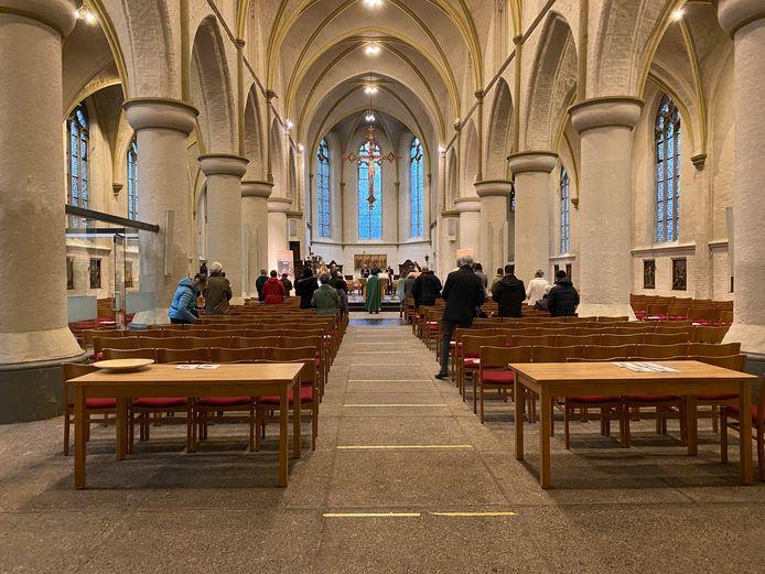 De eucharistieviering zondagmorgen in de Andreaskerk in Zevenaar.