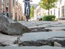 Losse stenen, hardrijders en verkeersdrukte: ergernissen stapelen zich op in Kerkstraat Harderwijk