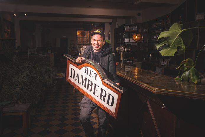 Er waren bijna twintig geïnteresseerden om het café over te nemen, maar uiteindelijk mag Jonas Van Tornhout zich de nieuwe eigenaar noemen.
