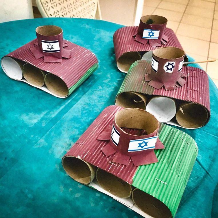 Toen een van de opvoeders in de crèche van met de kinderen vier tanks had geknutseld met wc-rolletjes, was voor  Eléonore Merza de maat vol, ze moest verhuizen uit Israël.  Beeld rv