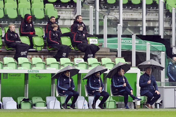 De staf van FC Twente blijft intact het komende seizoen.
