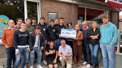 Benefietwandeling 'Kistel stapt zich stijf' brengt 5.784 euro op voor Tejo