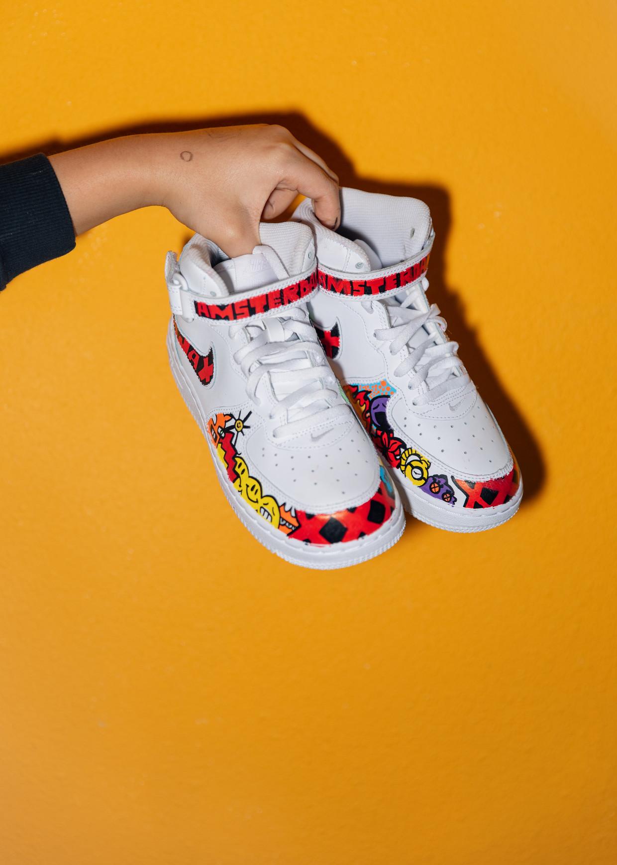 De gepimpte sneakers van Mr. Moz zijn zo populair dat hij een wachtlijst heeft tot april.