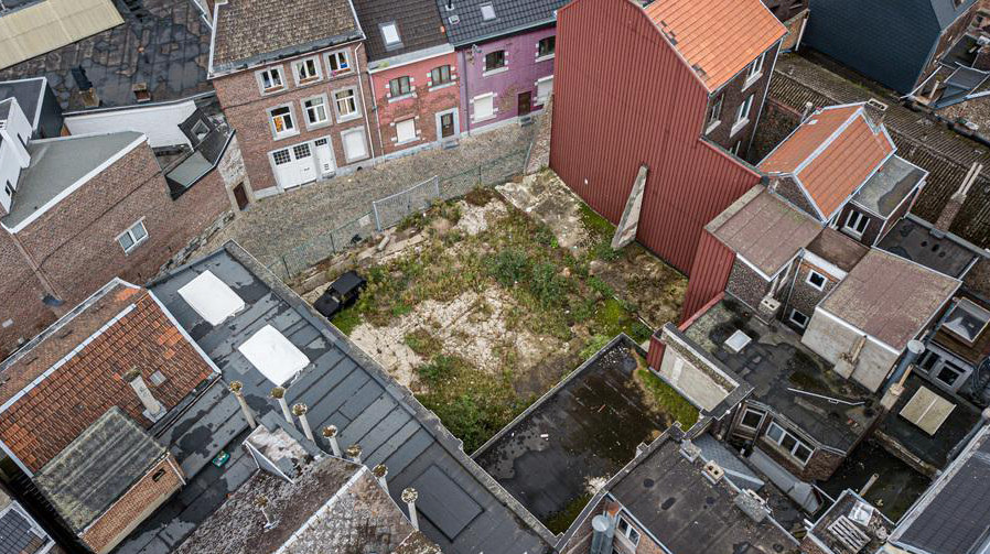 Les enchères du terrain se sont clôturées à 13h15 pour un montant de 150.000€.