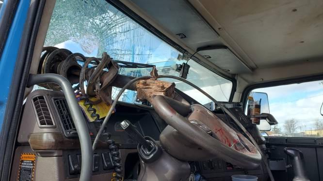 Groot stuk metaal doorboort voorruit, Amerikaan overleeft bizar ongeval