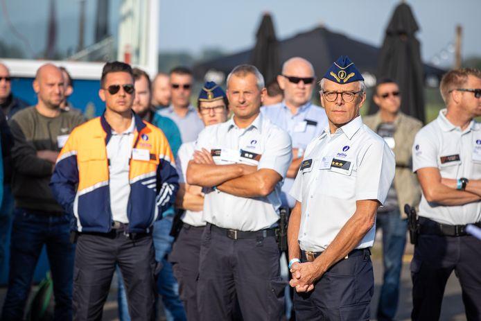 Politieleden van de politiezone Limburg Regio Hoofdstad, met korpschef Philip Pirard (rechts).