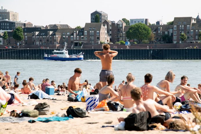 Het was druk op de Waalstrandjes in Nijmegen.