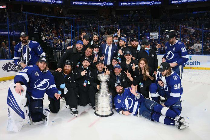 De ijshockeyers van Tampa Bay Lightning hebben de Stanley Cup weer binnen.