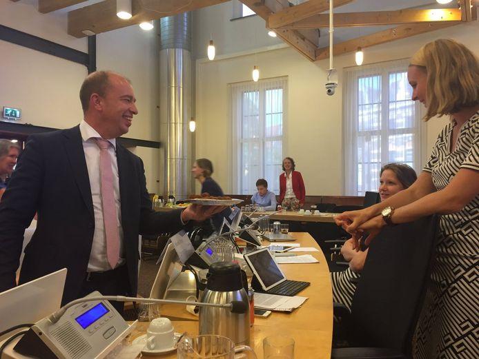 Eva van Esch van de Partij voor de Dieren wil geen bitterbal van de VVD eten.