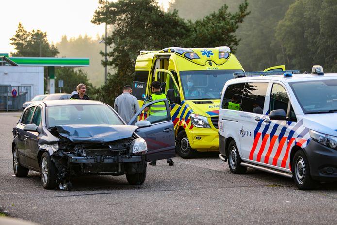 Een automobilist die zondagmorgen op A1 in botsing kwam met de vangrail, wist zijn voertuig zelfstandig naar de dichtstbijzijnde parkeerplaats te manoeuvreren.