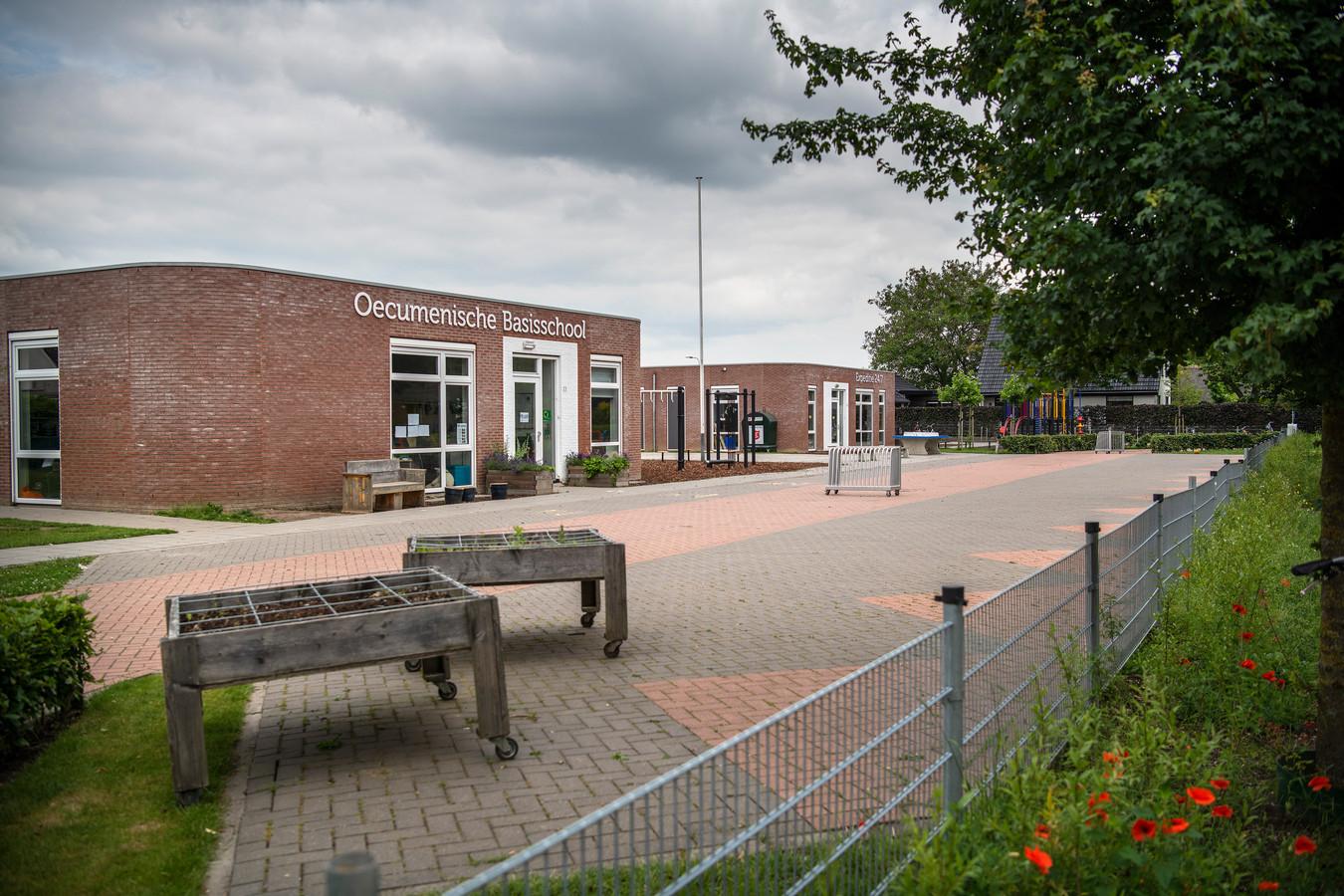 Basisschool Expeditie 24/7 staat naast de Oecumenische Basisschool in Brummen. Ze delen samen het gebouw. De Oecumenische School heeft al toegezegd veel leerlingen van Expeditie 24/7 over te nemen.