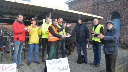 Fietsersbond geeft applaus en beloont fietsers aan station
