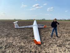 Zweefvlieger zet zijn vliegtuig aan de grond op Zoelense akker: 'Geen thermiek meer'