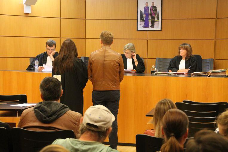 De beklaagde riskeert een celstraf van 1 jaar.