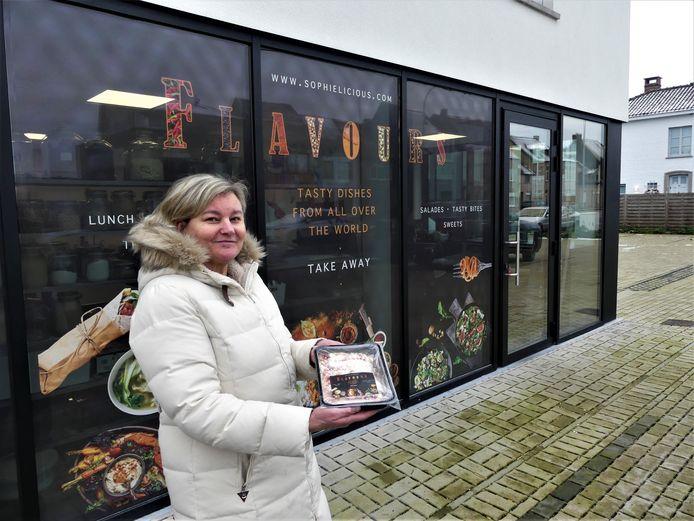 Sophie Van Mossevelde aan haar shop Flavours in Astene.