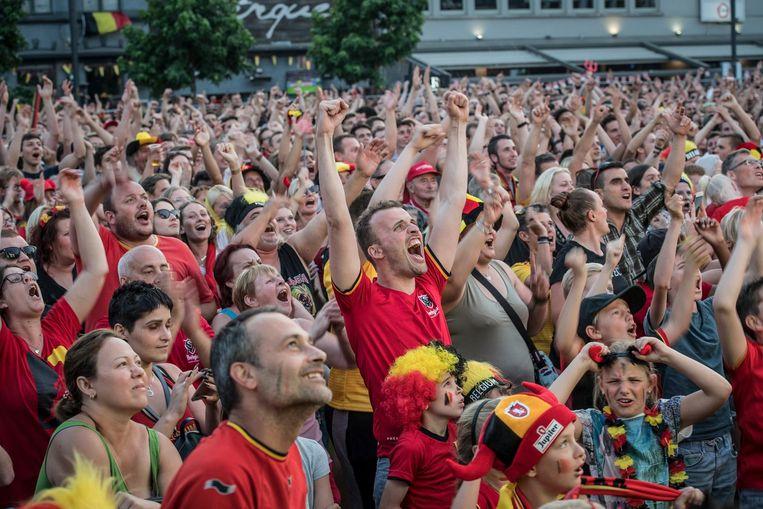 Het WK-dorp op het Polenplein zat tijdens de match tegen Brazilië afgeladen vol.