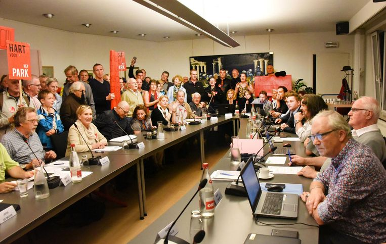 Eind september werd in de raadszaal nog geprotesteerd tegen de komst van het NDC.