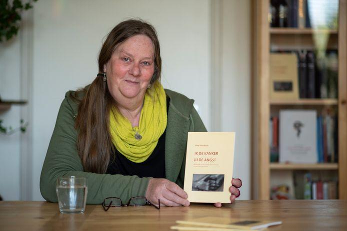 Gina Voordouw schreef boekje 'Ik de kanker, jij de angst'