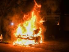Pickup truck in vlammen op in Woubrugge