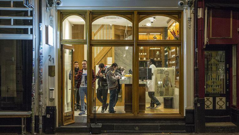 Coffeeshop Boerejongens in de Utrechtsestraat. Beeld Amaury Miller
