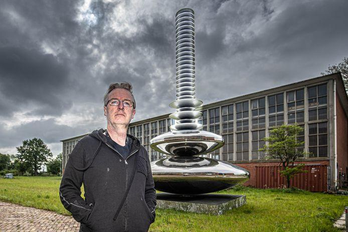 Ronald Westerhuis is een soort van kwartiermaker  op het terrein van de oude IJsselcentrale en krijgt hier in het ketelhuis een nieuwe werkplaats