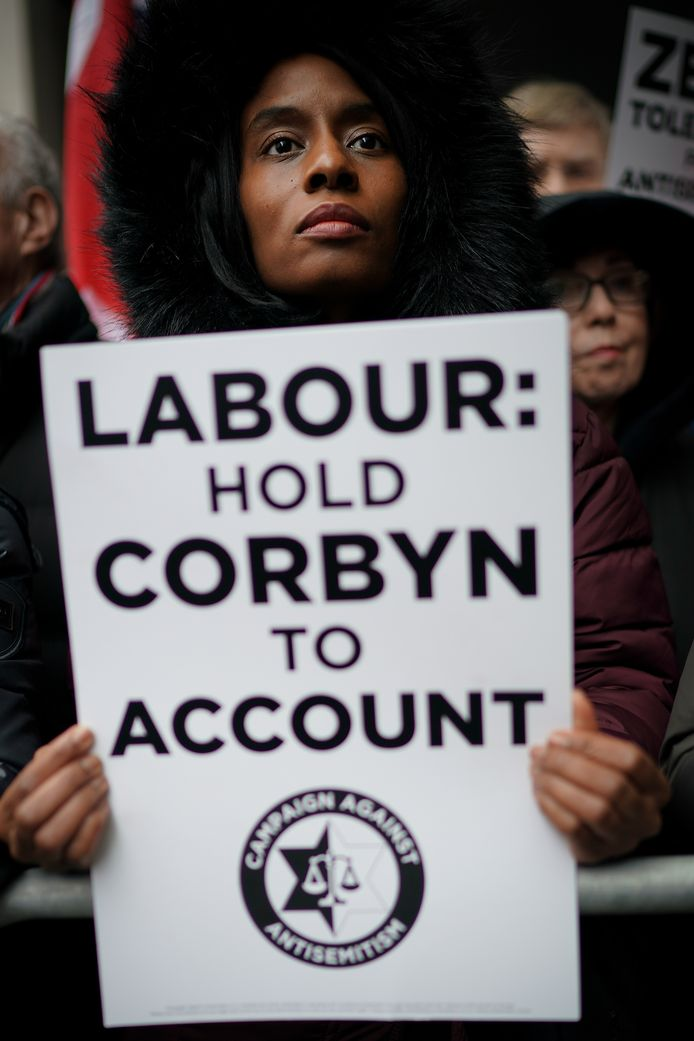 LONDON, ENGLAND - APRIL 08:  Campaigners from the Campaign Against Antisemitism demonstrate and listen to speakers outside the Labour Party headquarters on April 8, 2018 in London, England. Protesters are calling on Labour's hierarchy to 'hold Jeremy Corbyn to account' after claims that he and the party are not doing enough to root out anti-Jewish hate in its membership.  (Photo by Christopher Furlong/Getty Images)