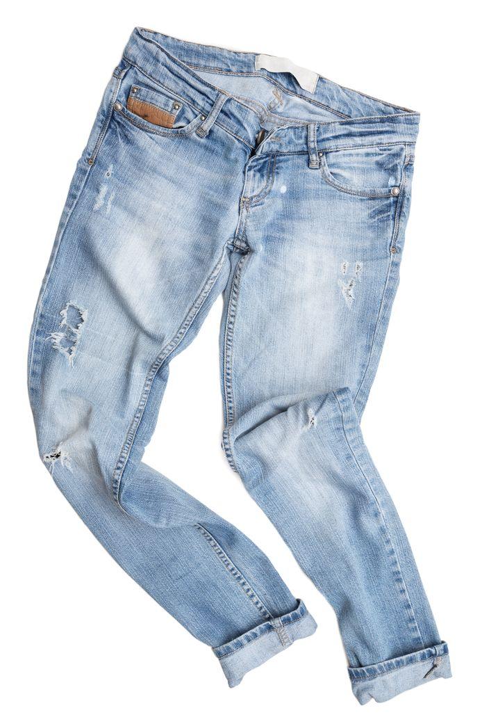 Nederlandse spijkerbroekfabrikanten hebben zich donderdag vastgelegd op de productie van drie miljoen broeken met daarin 20 procent garen dat is gemaakt van oude textiel.