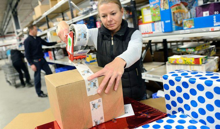 In het Nederlandse Waalwijk worden de pakjes van Bol.com voor Belgische consumenten verscheept. Beeld ANP