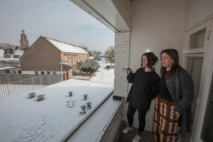 Corry Smolders (r) en Laerke Kersten in voormalig buurthuis 't Huukske in Helmond.