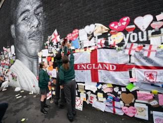 Bekladde muurschildering van Marcus Rashford al in ere hersteld, buurtbewoners zorgen voor pakkend eerbetoon