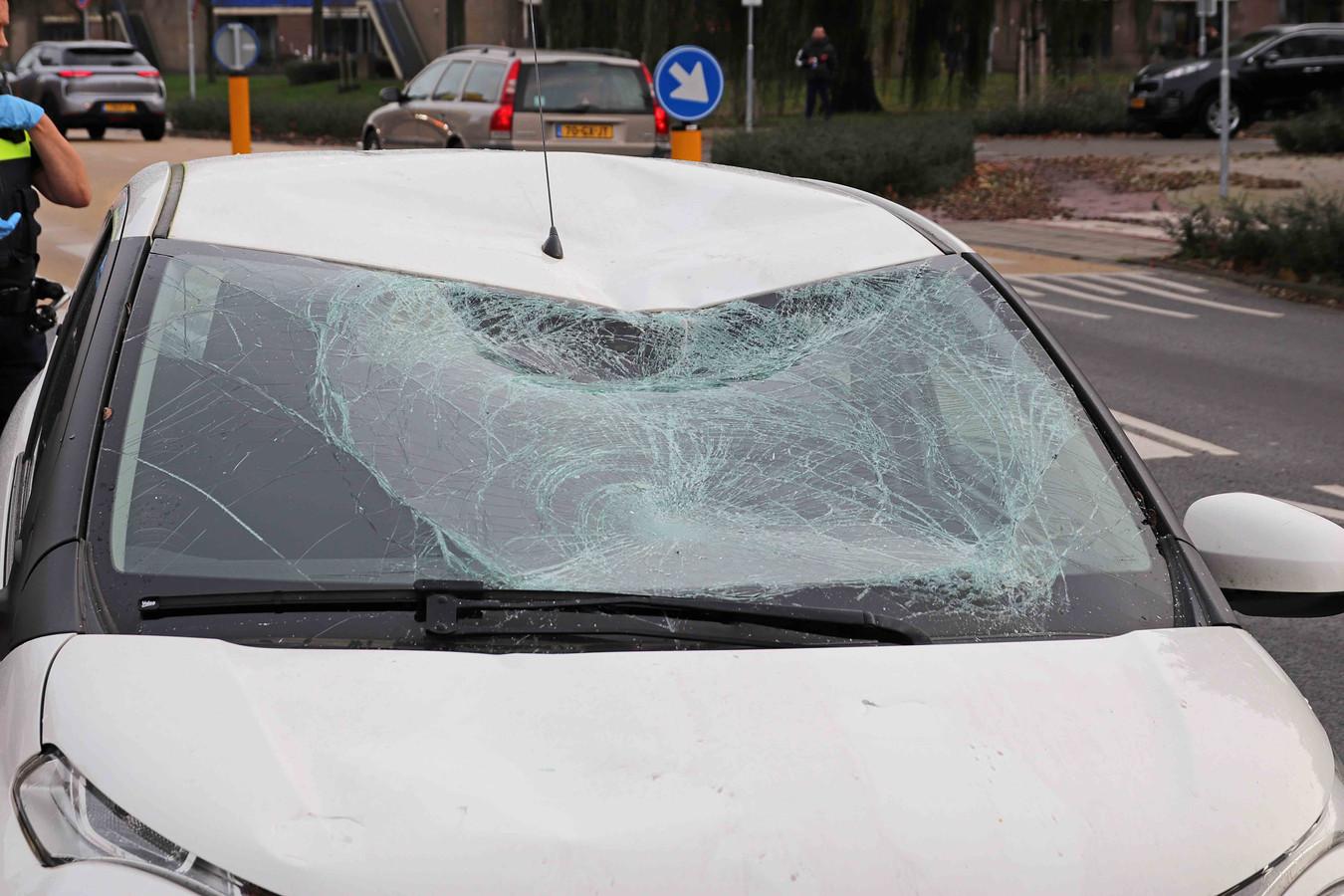 Flinke schade na het ongeluk in Waalwijk.