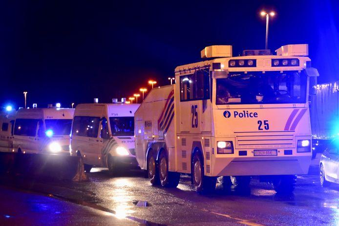 Vanuit Brussel werd een waterkanon en een delegatie van de federale politie naar de grens in Rekkem gestuurd, voor het geval de actie manu militari zou moeten aangepakt worden.