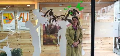 """Jonge kunstenares organiseert kunstroute door Abdijstraat: """"'SupermArt' brengt kunst naar je dagelijkse leven"""""""