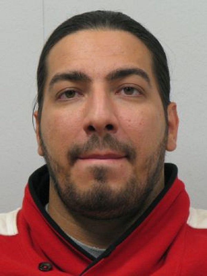 Ramsy Azakir heeft volgens de politie geen bekende woon- of verblijfplaats in Duitsland en wordt gezocht in heel Europa.