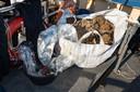 De oogst van afgelopen weekend: 700 kilogram aan visnetten en andere rommel.