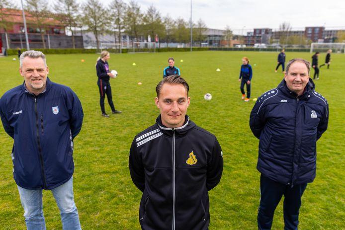 Vlnr. Marcel Versteeg, Nigel Branderhorst en Dave de Louw zetten zich in voor het regionale vrouwenvoetbal.