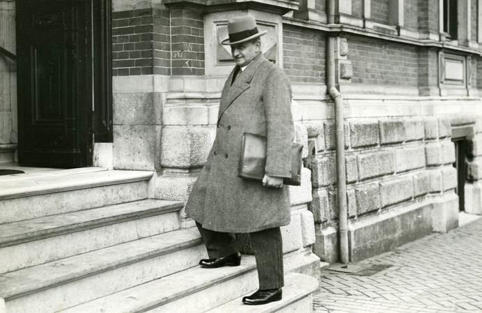 Burgemeester J. Ploegmakers van Oss werd in 1937 beschuldigd van fraude. Foto Stadsarchief Oss.