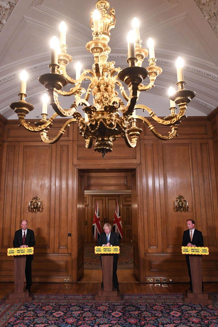 De Britse premier Boris Johnson geeft zijn coronapersonferenties vanuit Downing Street 10. Beeld AFP