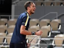 Medvedev herpakt zich en wint tweede partij op Roland Garros