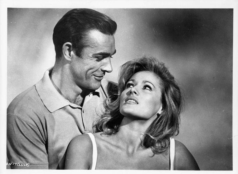Sean Connery en Ursula Andress in 'Dr. No' (1962). Beeld Getty