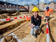 Archeologen ontdekken graven onder voorplein Paleis Het Loo in Apeldoorn